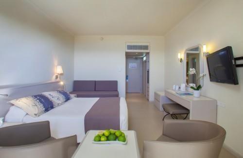 Louis Imperial Beach – Honeymoon Room